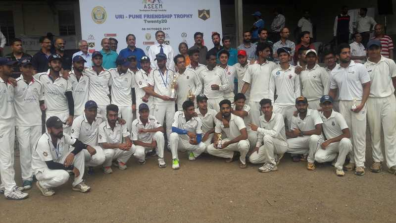 Both teams posing with trophy and Chief guest